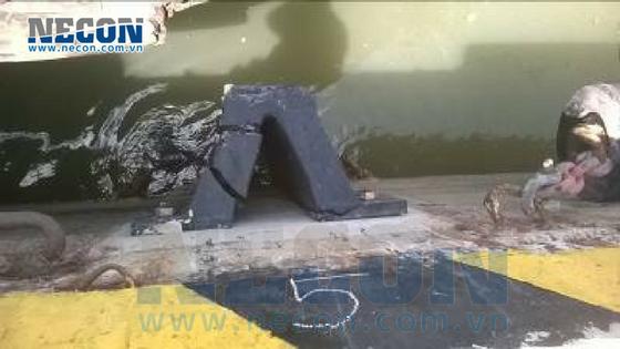 Đệm va tàu bị nứt vỡ - Cảng Vedan Đồng Nai