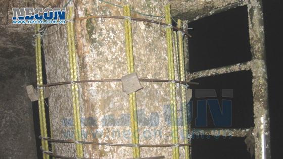Cố định khuôn bọc cọc bằng vật liệu FRP -Sợi thủy tinh